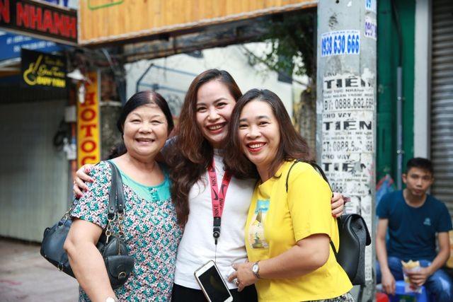 Hàng nghìn cán bộ, giảng viên Sài Gòn lỉnh kỉnh hành trang đi coi thi ảnh 3