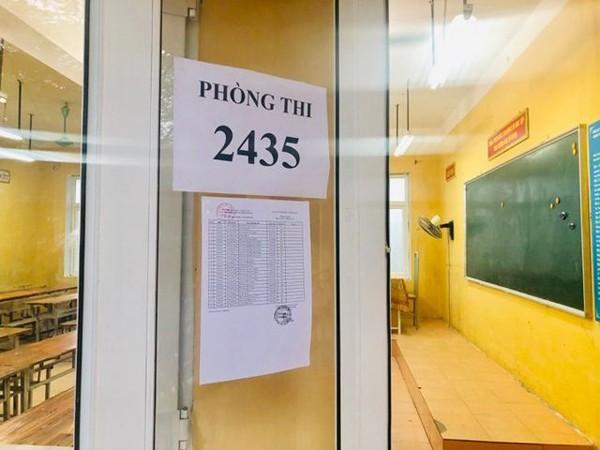 Đình chỉ thi với thí sinh sử dụng điện thoại trong thời gian ngồi chờ ở bài thi tổ hợp ảnh 1