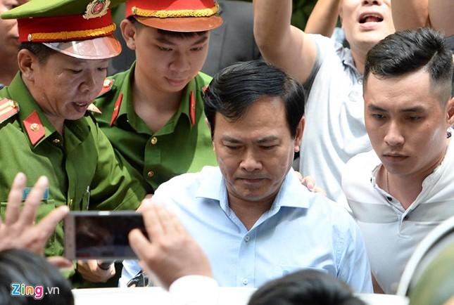 Điều tra bàn tay trái của ông Nguyễn Hữu Linh có chạm vào bé gái không ảnh 2