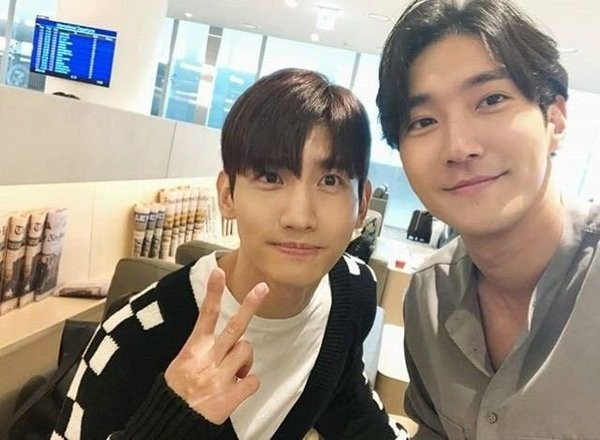 Fan phát hờn nhìn hai trai đẹp Changmin (TVXQ) , Siwon (Super Junior) rủ nhau đánh lẻ ảnh 3