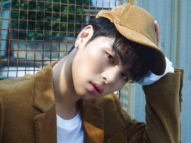 Một lần nữa, Junhoe (iKON) lại gây sóng gió vì hành động khó hiểu trên Instagram ảnh 2