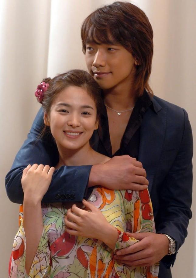 Song Hye Kyo, cô gái gần hai mươi năm vẫn chỉ mải miết tìm kiếm một chân tình ảnh 3