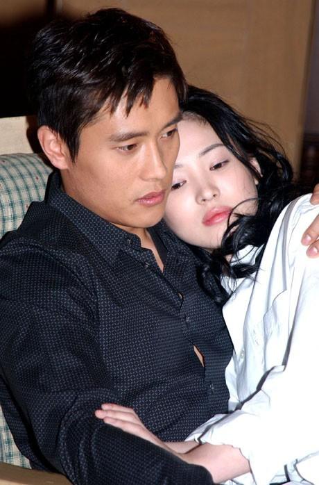 Song Hye Kyo, cô gái gần hai mươi năm vẫn chỉ mải miết tìm kiếm một chân tình ảnh 1