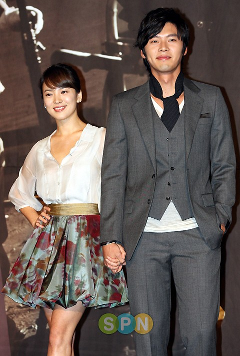 Song Hye Kyo, cô gái gần hai mươi năm vẫn chỉ mải miết tìm kiếm một chân tình ảnh 4