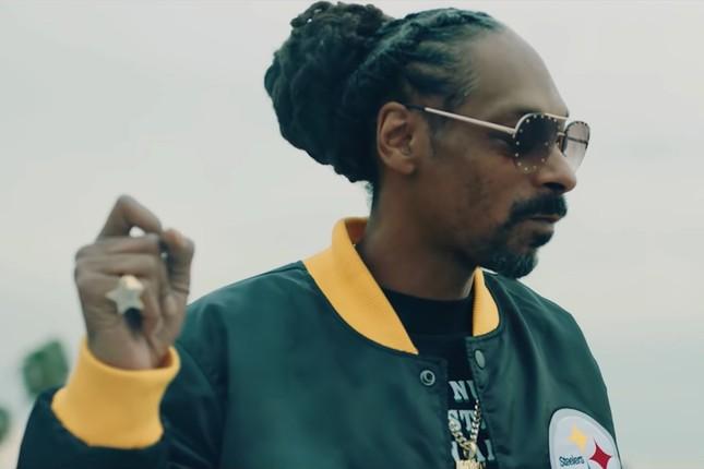 """Tạo hình của Snoop Dogg và Madison Beer trong """"Hãy Trao Cho Anh"""" đã được tiết lộ ảnh 3"""