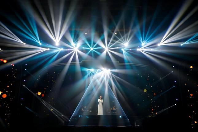 """Võ Hạ Trâm tỏa sáng đỉnh cao sự nghiệp trong Liveshow """"This Is Me"""" với phong cách Broadway ảnh 2"""