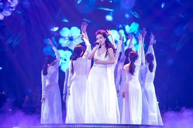 """Võ Hạ Trâm tỏa sáng đỉnh cao sự nghiệp trong Liveshow """"This Is Me"""" với phong cách Broadway ảnh 3"""