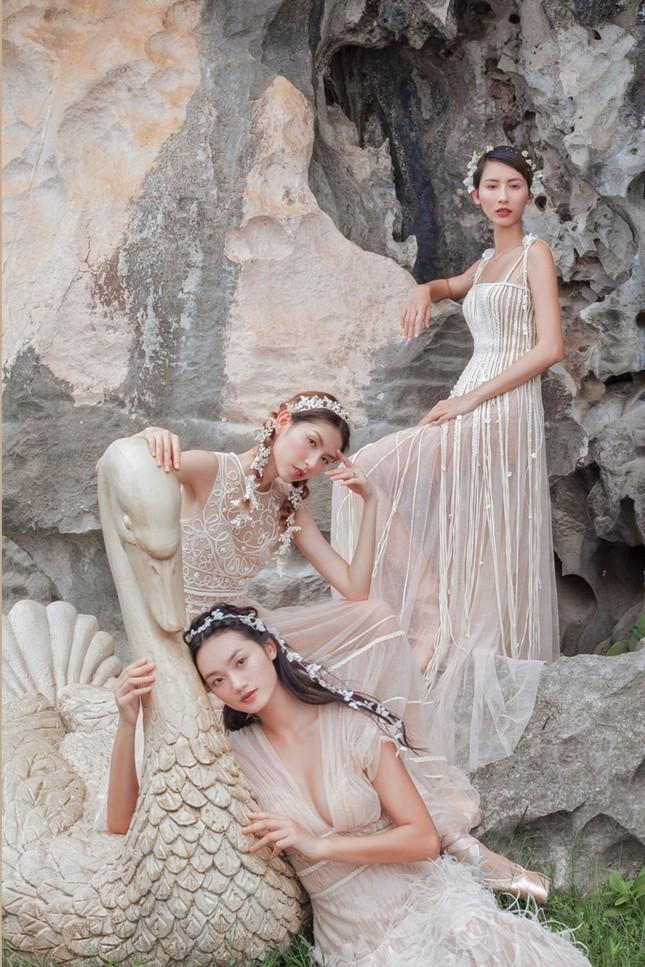 """Người mẫu Thùy Dương, Hằng Nguyễn cùng Quỳnh Anh hóa """"tiên nữ"""" giữa đầm Vân Long - Ninh Bình ảnh 2"""
