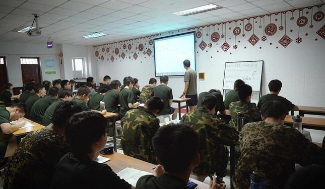 Cuộc sống trong trại cai nghiện Internet tại Trung Quốc ảnh 2