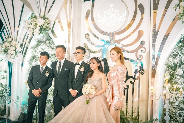 """Trấn Thành """"đi đu đưa"""" cùng dàn sao Việt đến mừng đám cưới ái nữ nhà đại gia Minh Nhựa ảnh 3"""