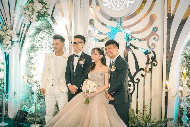 """Trấn Thành """"đi đu đưa"""" cùng dàn sao Việt đến mừng đám cưới ái nữ nhà đại gia Minh Nhựa ảnh 4"""