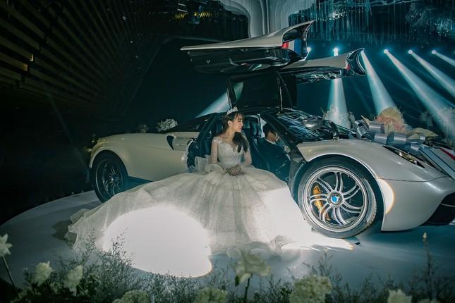 """Trấn Thành """"đi đu đưa"""" cùng dàn sao Việt đến mừng đám cưới ái nữ nhà đại gia Minh Nhựa ảnh 6"""