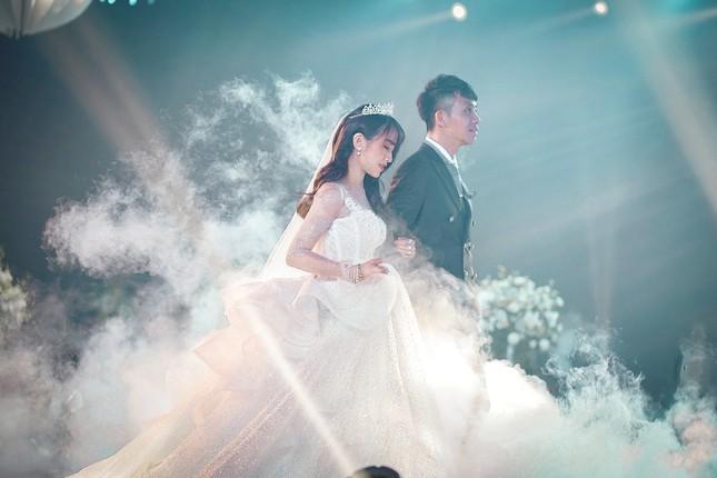 """Trấn Thành """"đi đu đưa"""" cùng dàn sao Việt đến mừng đám cưới ái nữ nhà đại gia Minh Nhựa ảnh 7"""