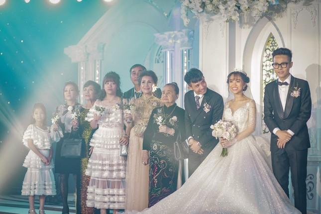"""Trấn Thành """"đi đu đưa"""" cùng dàn sao Việt đến mừng đám cưới ái nữ nhà đại gia Minh Nhựa ảnh 8"""