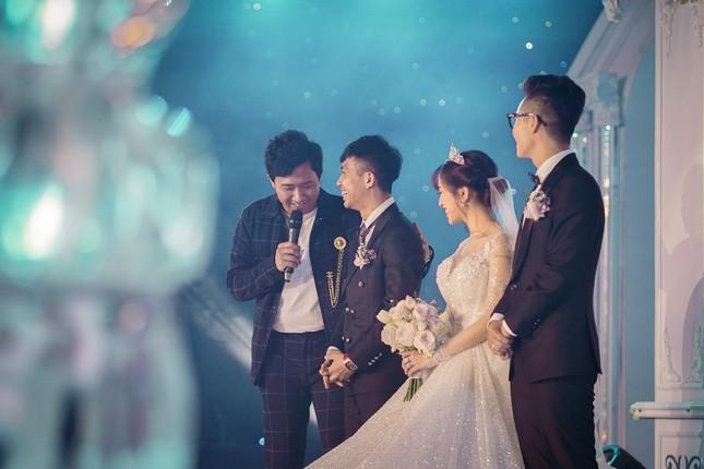 """Trấn Thành """"đi đu đưa"""" cùng dàn sao Việt đến mừng đám cưới ái nữ nhà đại gia Minh Nhựa ảnh 9"""