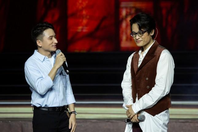 Kéo khán giả đến Hội An đón Trung thu, Hà Anh Tuấn chiêu đãi không gian âm nhạc đầy bất ngờ  ảnh 3