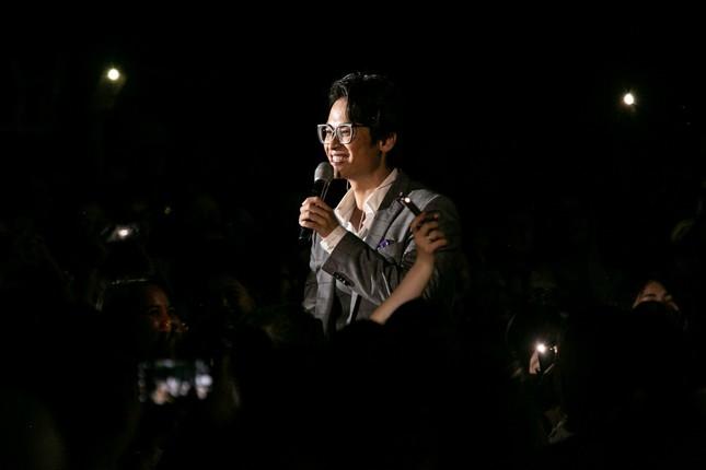 Kéo khán giả đến Hội An đón Trung thu, Hà Anh Tuấn chiêu đãi không gian âm nhạc đầy bất ngờ  ảnh 5