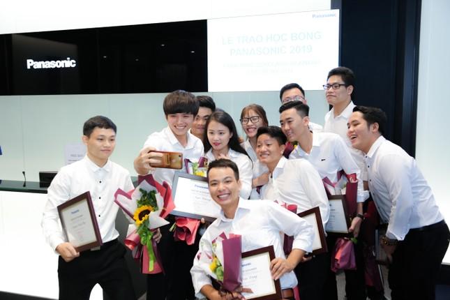 Panasonic trao gần 52 tỷ đồng học bổng cho sinh viên Việt Nam sau 15 năm thực hiện ảnh 2