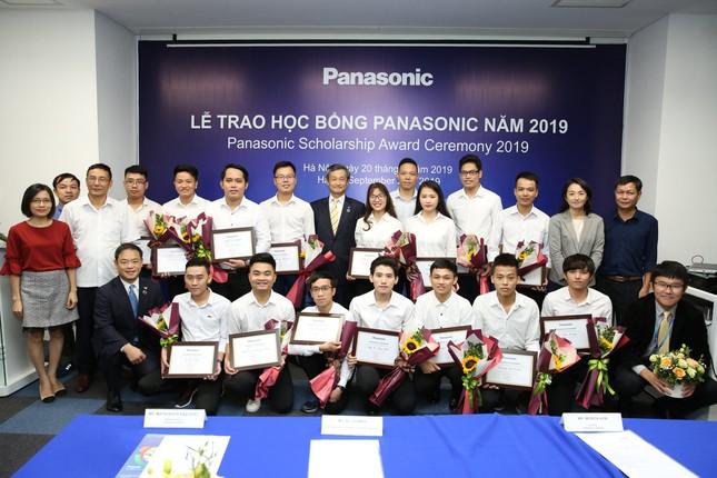Panasonic trao gần 52 tỷ đồng học bổng cho sinh viên Việt Nam sau 15 năm thực hiện ảnh 1