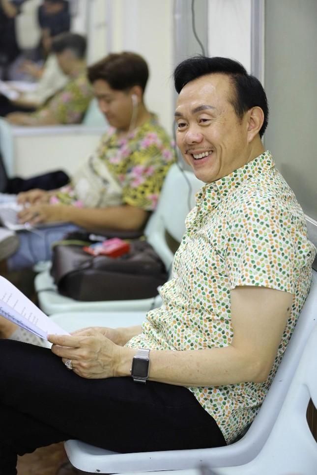 Hoài Linh phá lệ giả gái, giúp Chí Tài đền bù cho khán giả vì liveshow thiếu Thu Trang, Nam Thư ảnh 4