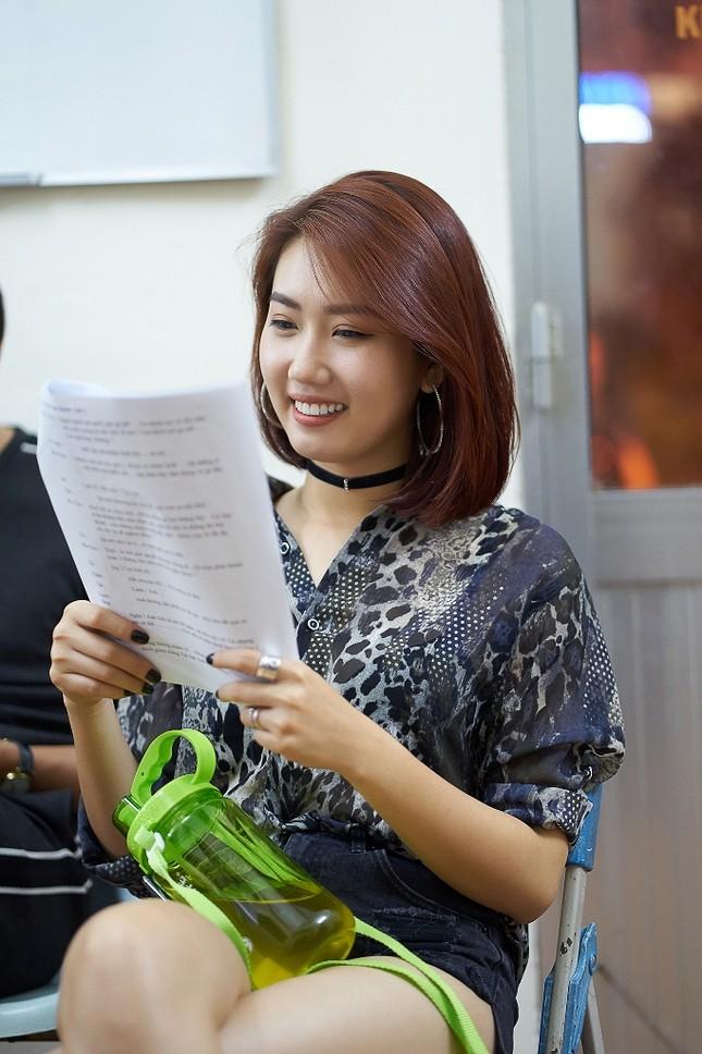 Hoài Linh phá lệ giả gái, giúp Chí Tài đền bù cho khán giả vì liveshow thiếu Thu Trang, Nam Thư ảnh 5
