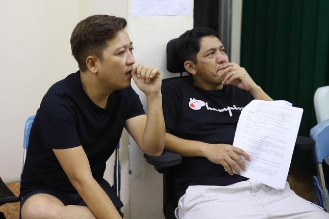 Hoài Linh phá lệ giả gái, giúp Chí Tài đền bù cho khán giả vì liveshow thiếu Thu Trang, Nam Thư ảnh 6