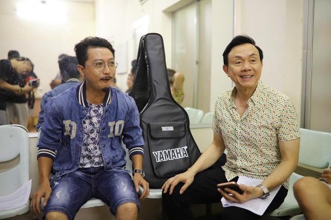 Hoài Linh phá lệ giả gái, giúp Chí Tài đền bù cho khán giả vì liveshow thiếu Thu Trang, Nam Thư ảnh 3