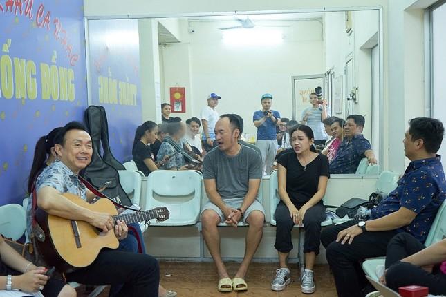Hoài Linh phá lệ giả gái, giúp Chí Tài đền bù cho khán giả vì liveshow thiếu Thu Trang, Nam Thư ảnh 2