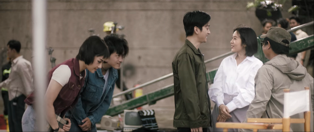 """Soi nhanh """"trứng phục sinh"""" trong MV """"Giá như cô ấy chưa xuất hiện"""" của Miu Lê ảnh 2"""