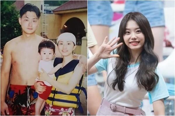 Kim So Hye (I.O.I) có ánh mắt sáng, nụ cười tươi giống hệt như mẹ mình. Thậm chí mẹ của So Hye có phần cuốn hút hơn con gái nhờ khuôn mặt thon thả nữa.