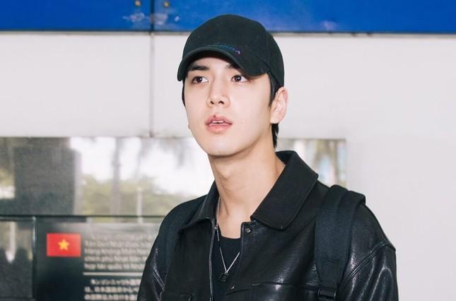 Hwall rời nhóm, The Boyz đã đến thành phố Hồ Chí Minh với 11 thành viên  ảnh 11