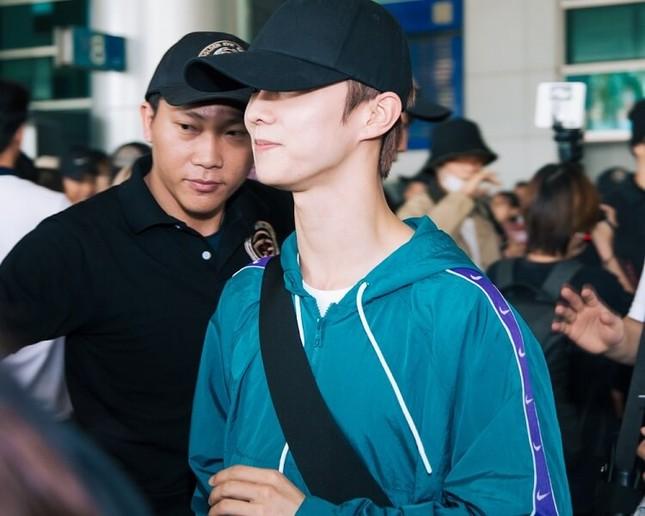 Hwall rời nhóm, The Boyz đã đến thành phố Hồ Chí Minh với 11 thành viên  ảnh 9