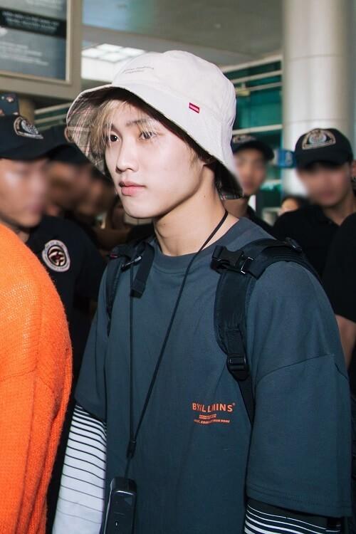Hwall rời nhóm, The Boyz đã đến thành phố Hồ Chí Minh với 11 thành viên  ảnh 3