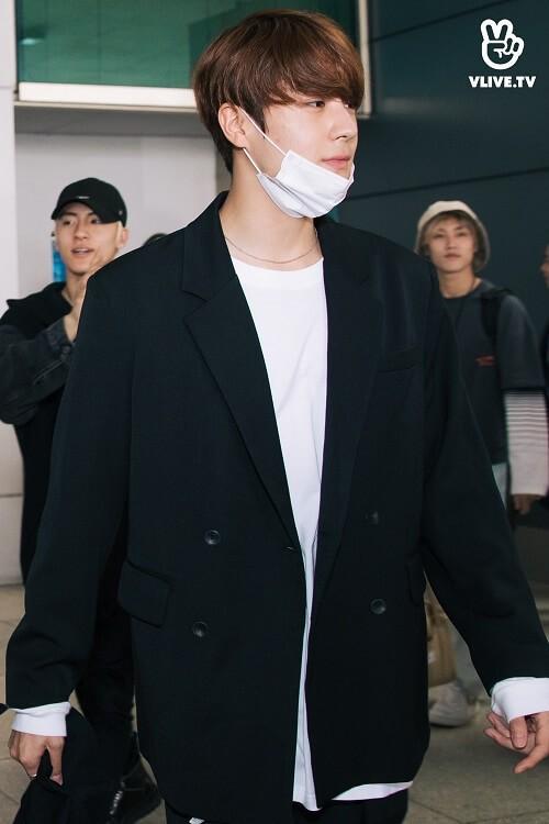Hwall rời nhóm, The Boyz đã đến thành phố Hồ Chí Minh với 11 thành viên  ảnh 2