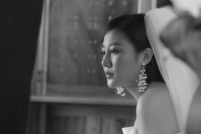 """Văn Mai Hương - Đồng Ánh Quỳnh tạo nên cú """"twist"""" không ngờ trong MV đẫm nước mắt ảnh 2"""