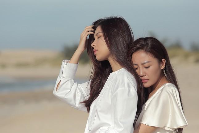 """Văn Mai Hương - Đồng Ánh Quỳnh tạo nên cú """"twist"""" không ngờ trong MV đẫm nước mắt ảnh 3"""