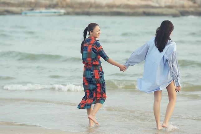 """Văn Mai Hương - Đồng Ánh Quỳnh tạo nên cú """"twist"""" không ngờ trong MV đẫm nước mắt ảnh 4"""