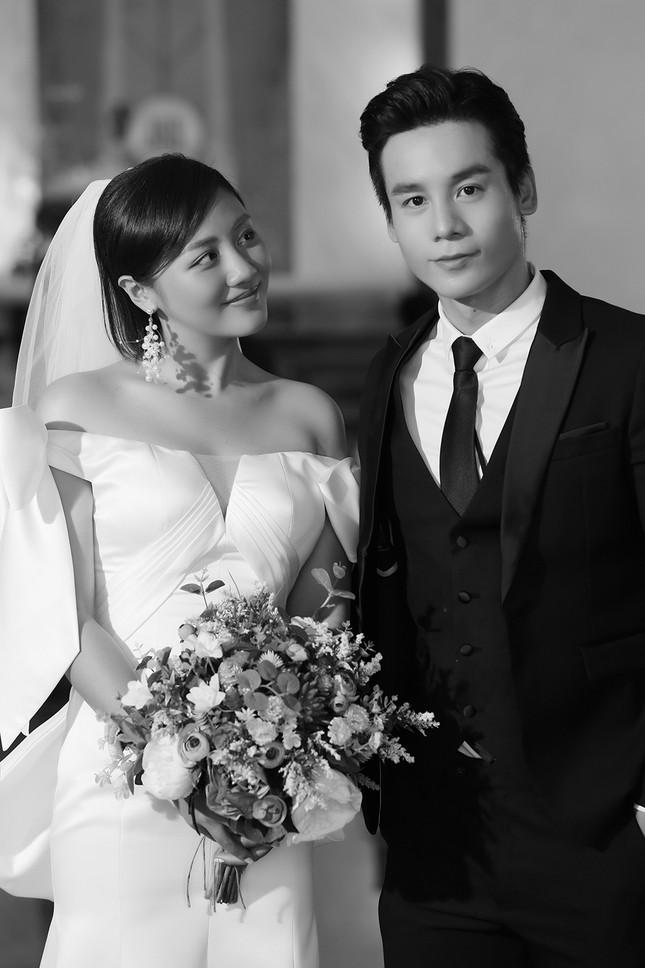 """Văn Mai Hương - Đồng Ánh Quỳnh tạo nên cú """"twist"""" không ngờ trong MV đẫm nước mắt ảnh 1"""