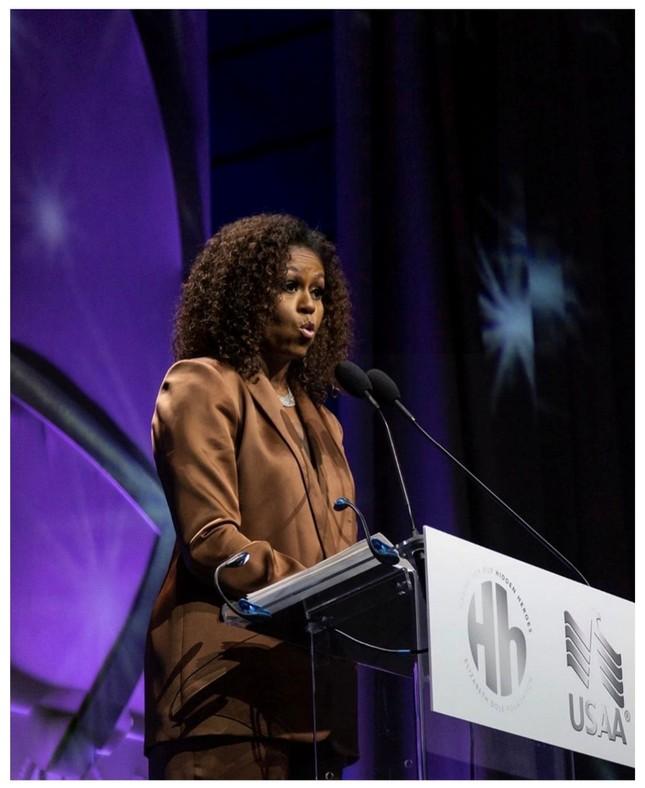 """""""Biểu tượng nữ quyền"""" Michelle Obama chọn lựa thiết kế của Công Trí xuất hiện tại sự kiện đặc biệt ảnh 5"""