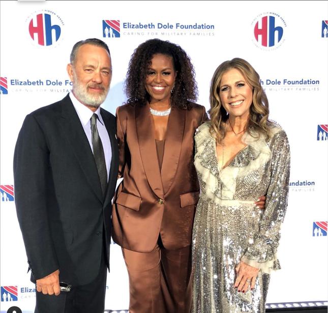 """""""Biểu tượng nữ quyền"""" Michelle Obama chọn lựa thiết kế của Công Trí xuất hiện tại sự kiện đặc biệt ảnh 4"""
