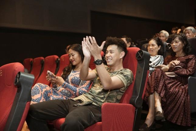 JV tái xuất thuyết phục với phim ngắn điện ảnh: Căng thẳng, cân não và cực kỳ chuyên nghiệp ảnh 4