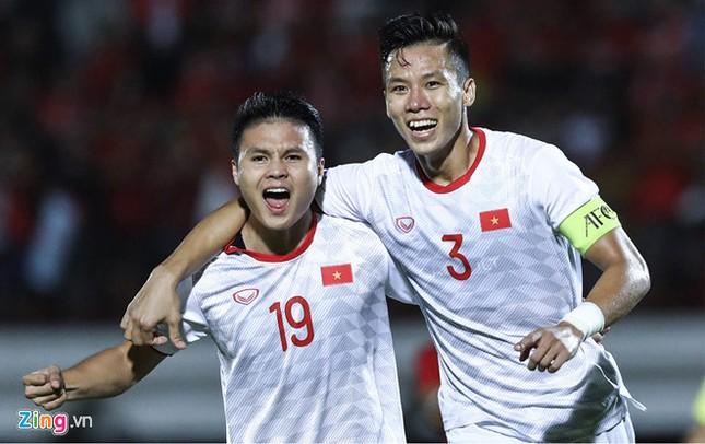 Đội tuyển bóng đá Việt Nam đã thăng tiến ngoạn mục, vươn lên hạng 97 thế giới ảnh 1