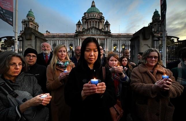 Người Anh tưởng niệm 39 nạn nhân trong container ảnh 5