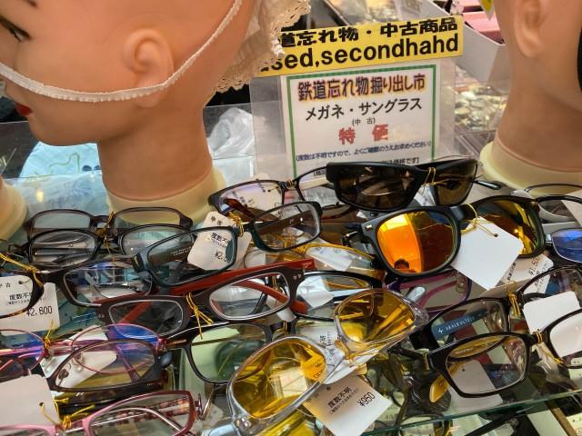 Khu chợ chuyên bán đồ bỏ quên trên tàu điện ngầm ở Nhật ảnh 5
