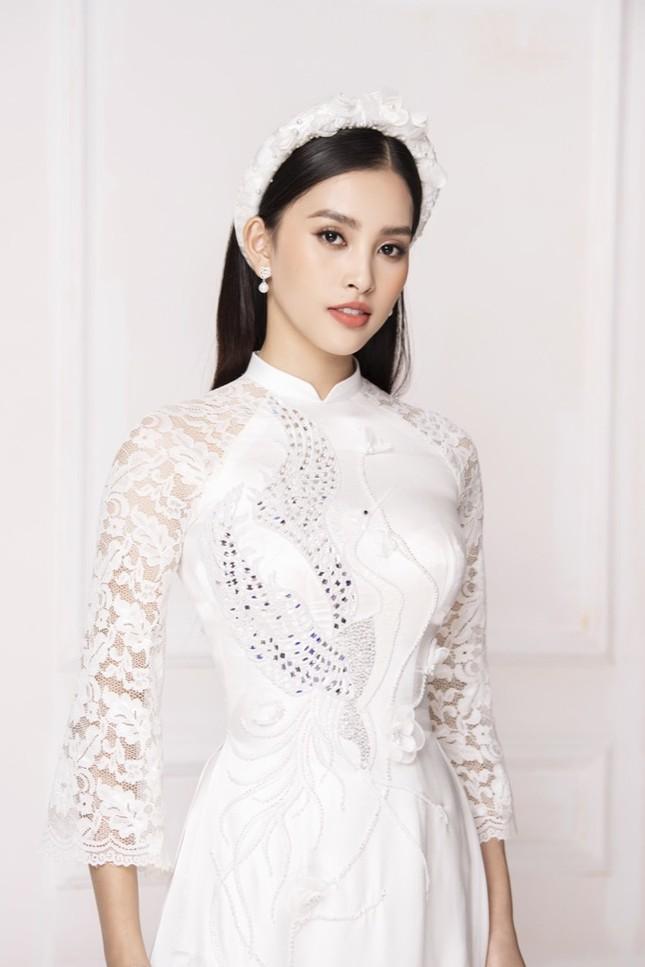 """Hoa hậu Tiểu Vy diện áo dài trắng tinh khôi e ấp như """"đoá hoa chớm xuân"""" ảnh 3"""