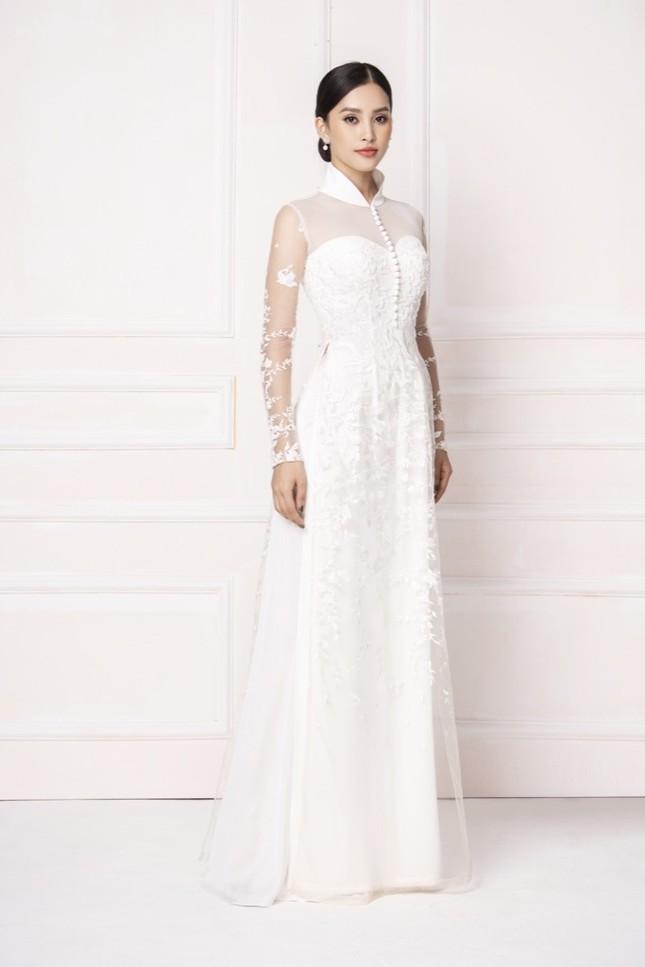 """Hoa hậu Tiểu Vy diện áo dài trắng tinh khôi e ấp như """"đoá hoa chớm xuân"""" ảnh 6"""