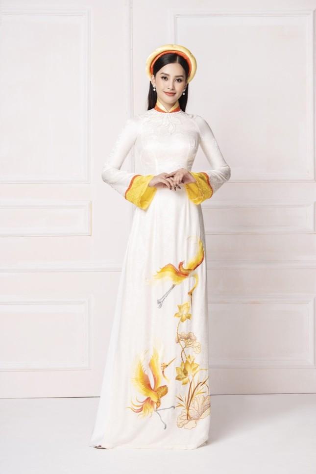 """Hoa hậu Tiểu Vy diện áo dài trắng tinh khôi e ấp như """"đoá hoa chớm xuân"""" ảnh 7"""