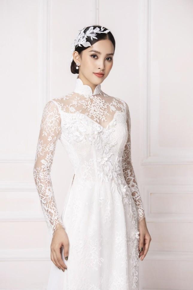 """Hoa hậu Tiểu Vy diện áo dài trắng tinh khôi e ấp như """"đoá hoa chớm xuân"""" ảnh 5"""