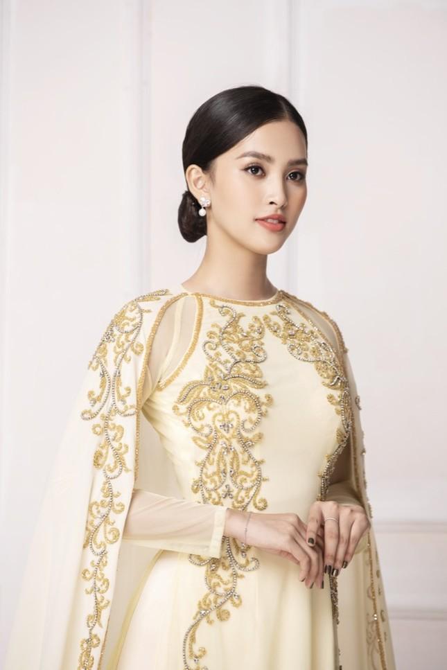 """Hoa hậu Tiểu Vy diện áo dài trắng tinh khôi e ấp như """"đoá hoa chớm xuân"""" ảnh 2"""