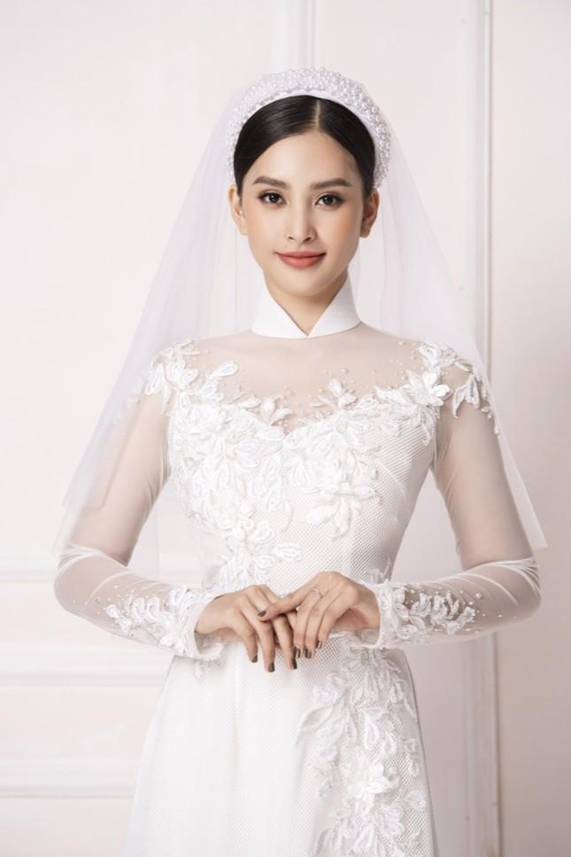 """Hoa hậu Tiểu Vy diện áo dài trắng tinh khôi e ấp như """"đoá hoa chớm xuân"""" ảnh 4"""